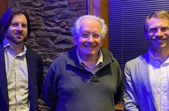 Trevor Nottle (centre), President, HMA SA, with guest speakers Shaun Kennedy (left) and Alex Czura (right) from SA Water at the recent HMA SA dinner.